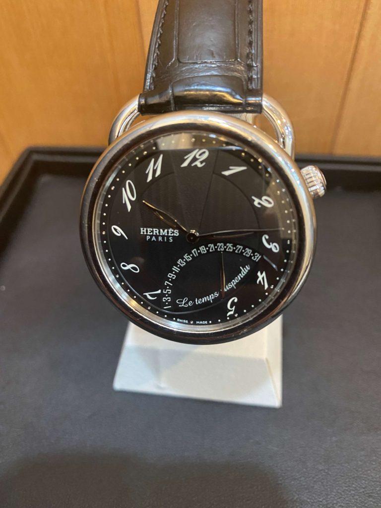 エルメスの時計アルソー タンシュスポンデュの正面
